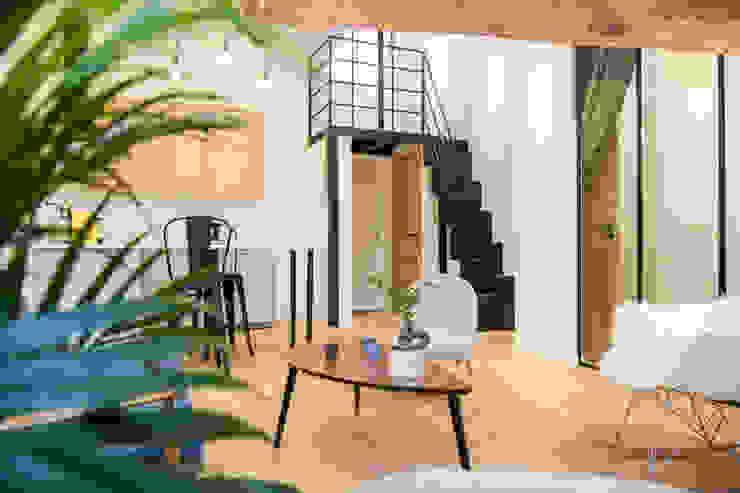 现代客厅設計點子、靈感 & 圖片 根據 Atelier MADI 現代風