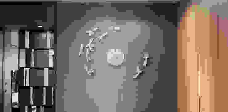 Haoshi Goldfish Clock Goodluck Nonstop: modern  by Just For Clocks,Modern Ceramic