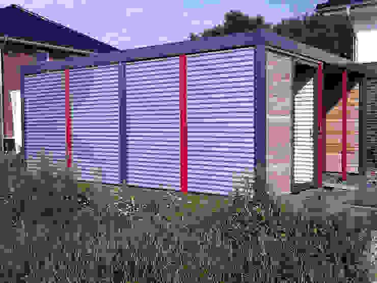 Modern garage/shed by Carport-Schmiede GmbH & Co. KG - Hersteller für Metallcarports und Stahlcarports auf Maß Modern Iron/Steel