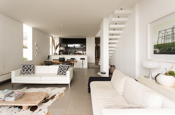 NEW HOUSE GARDENS, CAPE TOWN:  Living room by Grobler Architects,
