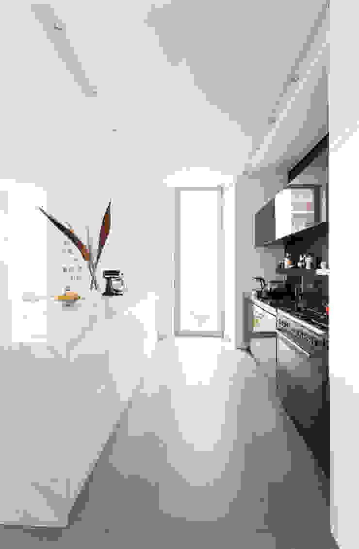 Minimalist kitchen by Grobler Architects Minimalist Marble