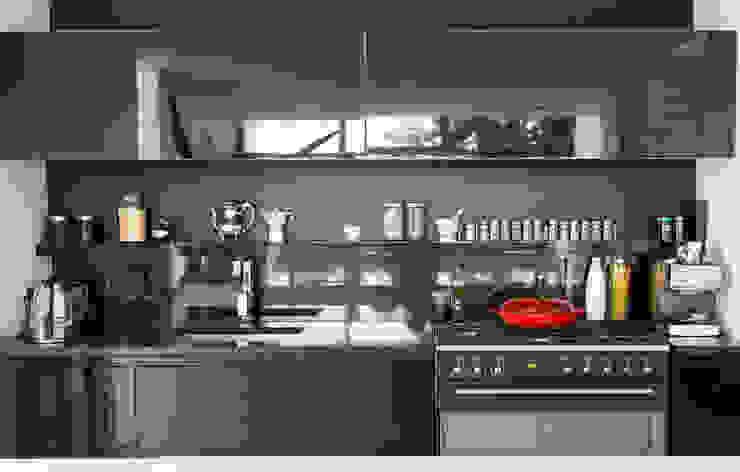 Minimalist kitchen by Grobler Architects Minimalist