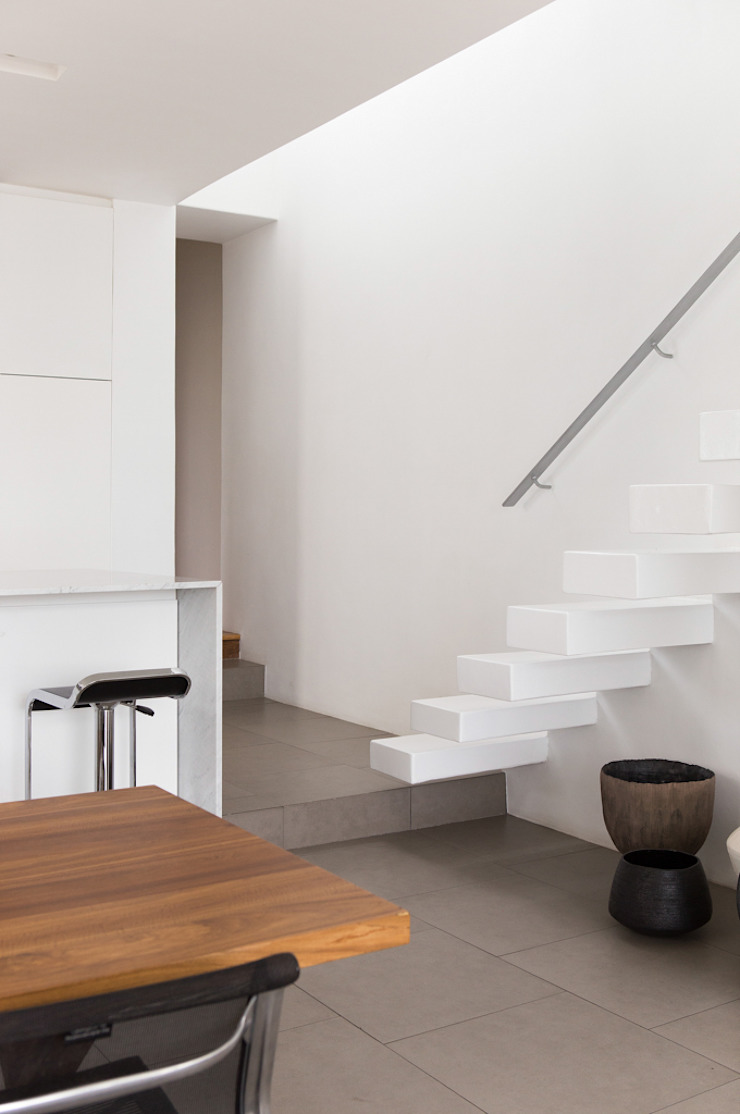 Minimalist dining room by Grobler Architects Minimalist