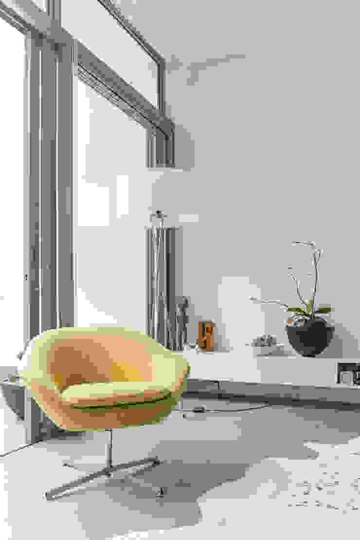 Minimalist living room by Grobler Architects Minimalist