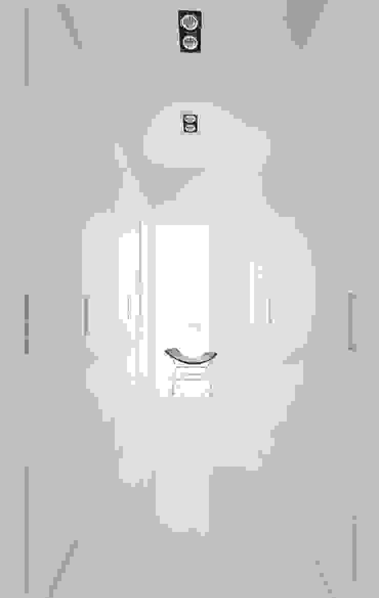 Minimalist dressing room by Grobler Architects Minimalist