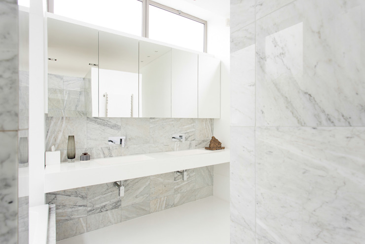 NEW HOUSE GARDENS, CAPE TOWN Minimal style Bathroom by Grobler Architects Minimalist Marble