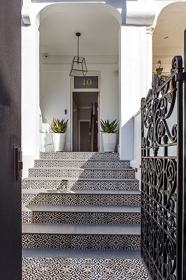 ALTERATION FRESNAYE, CAPE TOWN Colonial style house by Grobler Architects Colonial
