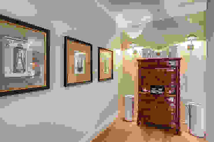 クラシカルスタイルの 玄関&廊下&階段 の Studio Guerra Sas クラシック
