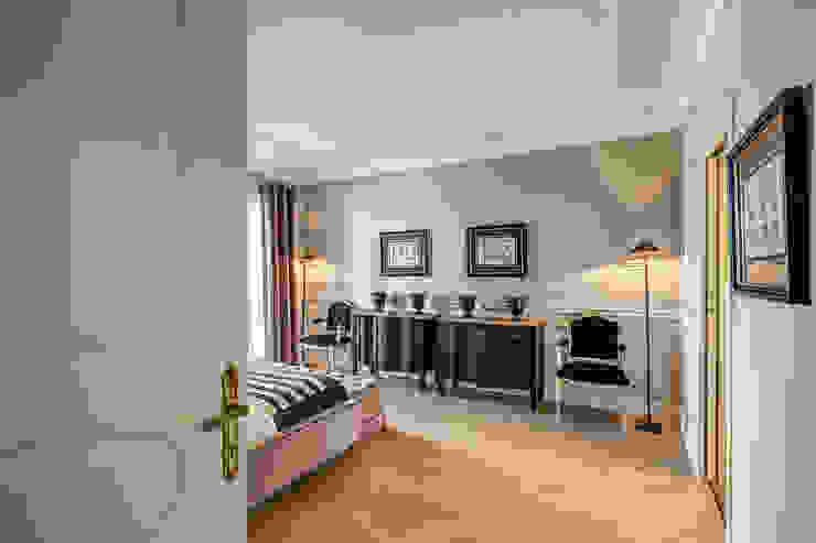 クラシカルスタイルの 寝室 の Studio Guerra Sas クラシック