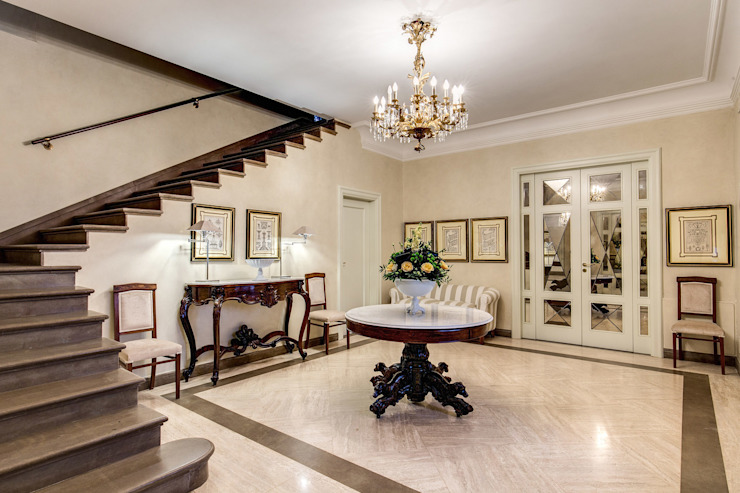 Classic style corridor, hallway and stairs by Studio Guerra Sas Classic
