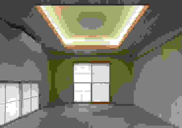 和室 Koshigoe Architects 腰越耕太建築設計事務所 モダンデザインの 多目的室 黄色