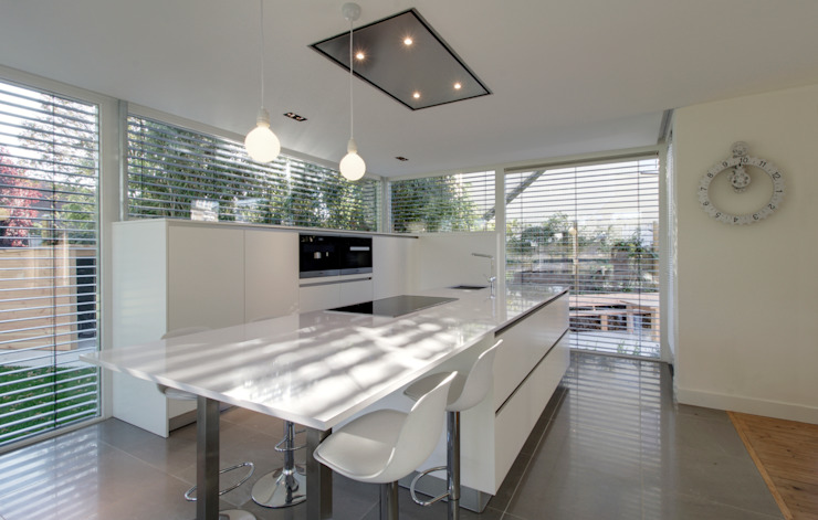 Modern kitchen by CHORA architecten Modern