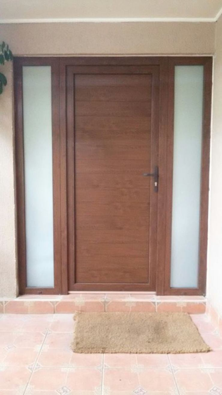 puerta de pvc telviche Puertas estilo clásico