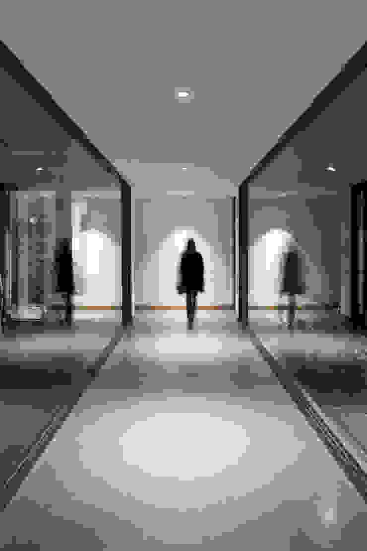 Casa Cuatro Aguas Pasillos, halls y escaleras rústicos de Dx Arquitectos Rústico