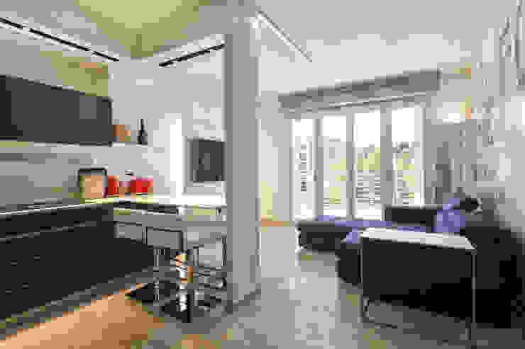 现代客厅設計點子、靈感 & 圖片 根據 Silvana Barbato, StudioAtelier 現代風