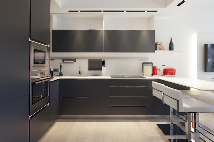 Modern Kitchen by Silvana Barbato Modern