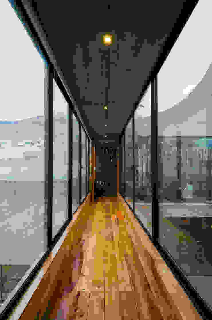 Casa Jardines del Sur Pasillos, vestíbulos y escaleras modernos de Dx Arquitectos Moderno