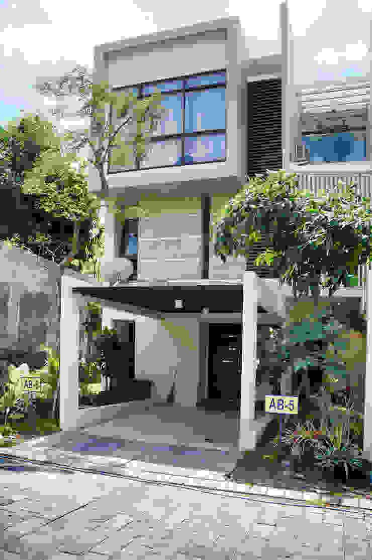 Graha Natura AB show unit:modern  oleh KOMA living interior design, Modern Kayu Wood effect