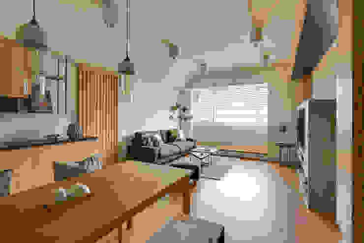 客廳及餐廳 根據 御見設計企業有限公司 簡約風 木頭 Wood effect