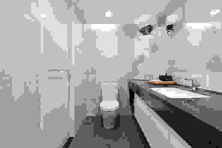 主臥浴室 根據 御見設計企業有限公司 簡約風 磁磚