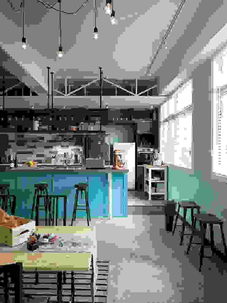 採光極佳的用餐環境 根據 一水一木設計工作室 隨意取材風 木頭 Wood effect