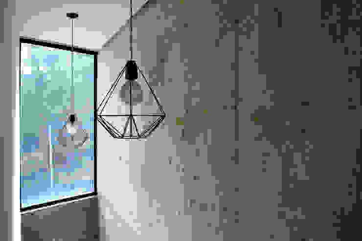 Ingresso, Corridoio & Scale in stile minimalista di Horizontal Arquitectos Minimalista Cemento