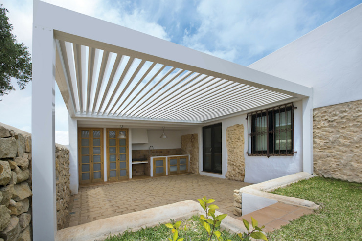 Lean-to roof by Saxun, Minimalist