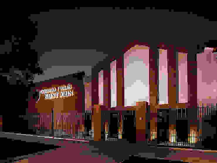 Colegio Inglés Saint John Oficinas y bibliotecas de estilo clásico de Bauer Arquitectos Clásico