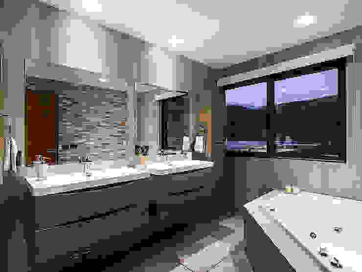 Casa Patio Baños de estilo moderno de Bauer Arquitectos Moderno