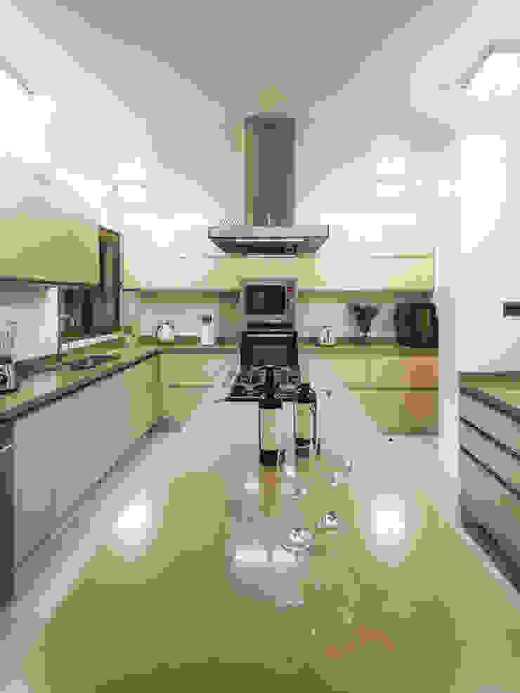 Casa Patio Cocinas de estilo moderno de Bauer Arquitectos Moderno