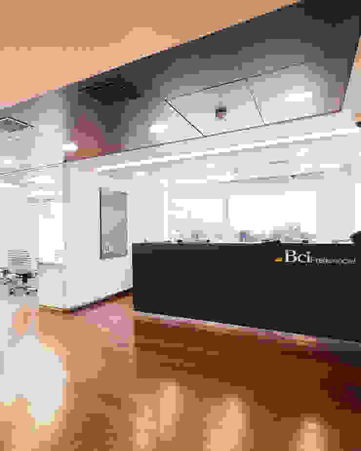 Sucural Preferencial Cordillera Banco BCI de Bauer Arquitectos Moderno