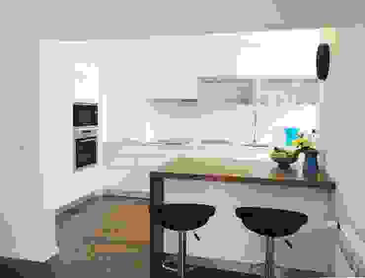 Cocinas de estilo moderno de GAAPE - ARQUITECTURA, PLANEAMENTO E ENGENHARIA, LDA Moderno Madera Acabado en madera
