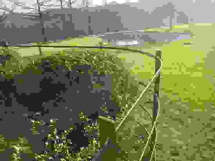Jardines de estilo minimalista de Bouveloo Côrture Minimalista Hierro/Acero
