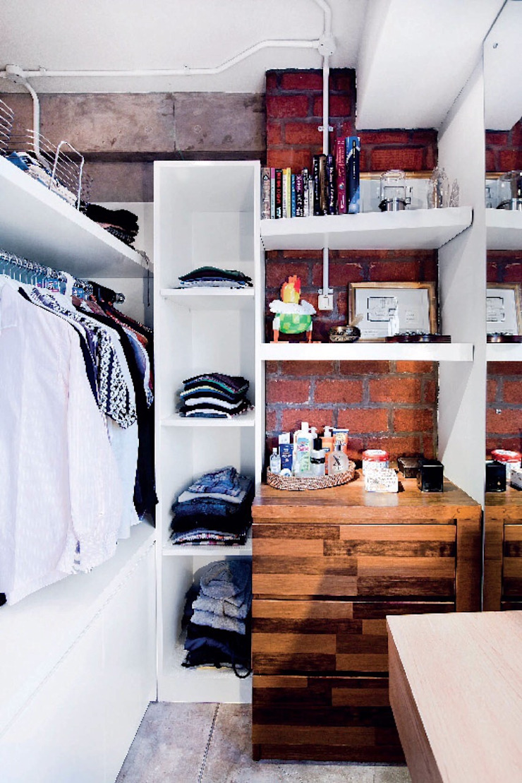 Industrial London inspired apartment Ruang Ganti Gaya Industrial Oleh SATTVA square Industrial