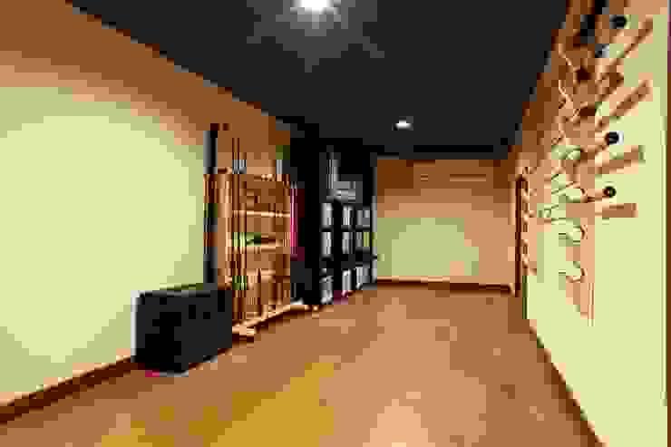 ロフト 隠し部屋 大人の隠れ家 書斎 秘密基地 モダンデザインの 書斎 の やまぐち建築設計室 モダン 木材・プラスチック複合ボード