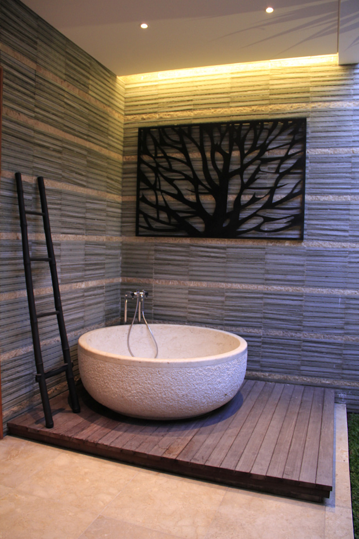 Semi open master bathroom Kamar Mandi Tropis Oleh Kottagaris interior design consultant Tropis