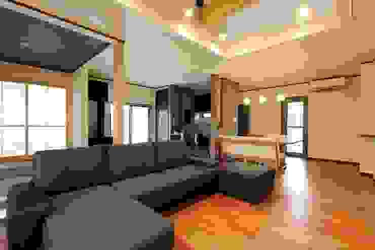 LDK リビング ダイニング キッチン モダンデザインの リビング の やまぐち建築設計室 モダン 木材・プラスチック複合ボード