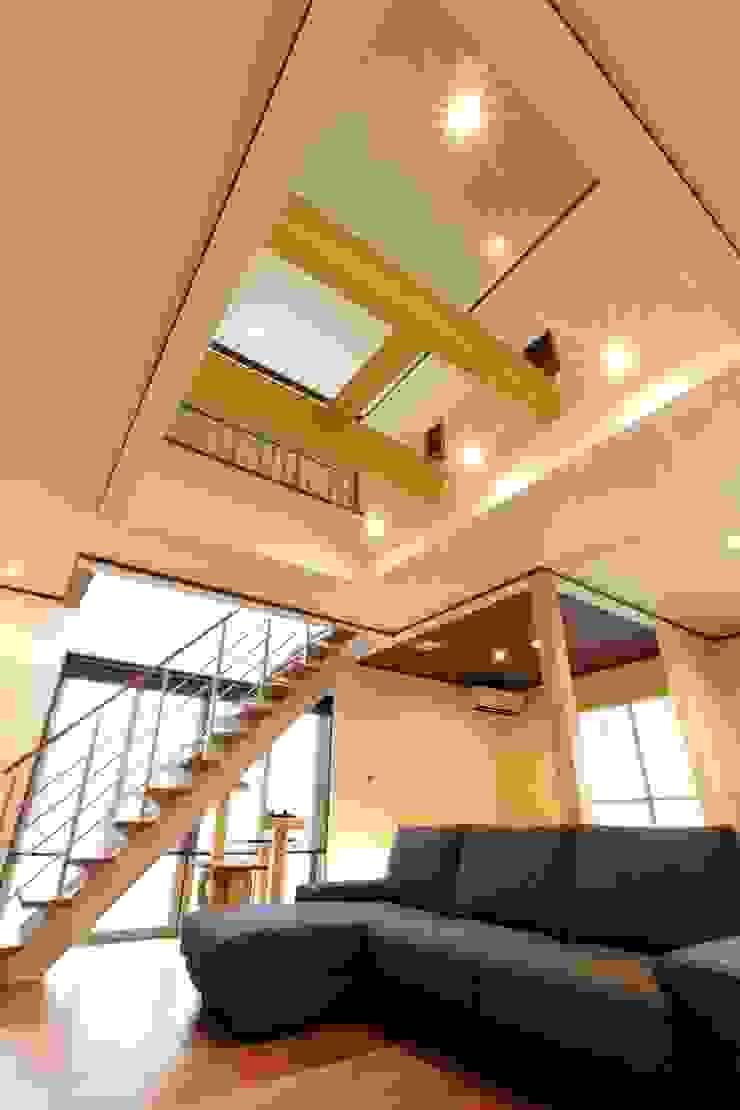 LDK モダンデザインの リビング の やまぐち建築設計室 モダン 木材・プラスチック複合ボード