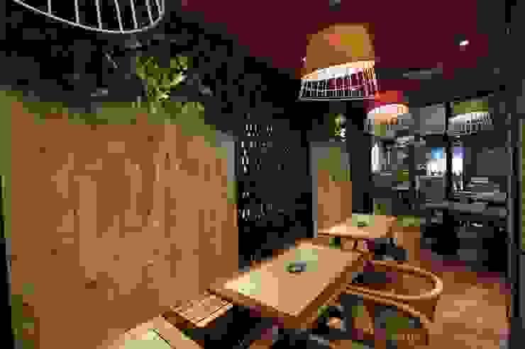 Smoking area Gastronomi Gaya Asia Oleh Kottagaris interior design consultant Asia