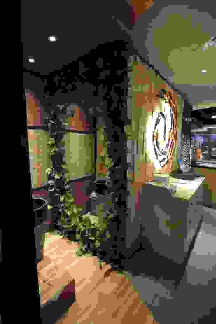 Lavatory area Gastronomi Gaya Asia Oleh Kottagaris interior design consultant Asia