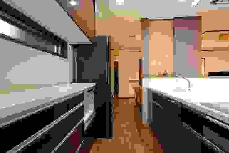 مطبخ ذو قطع مدمجة تنفيذ やまぐち建築設計室,