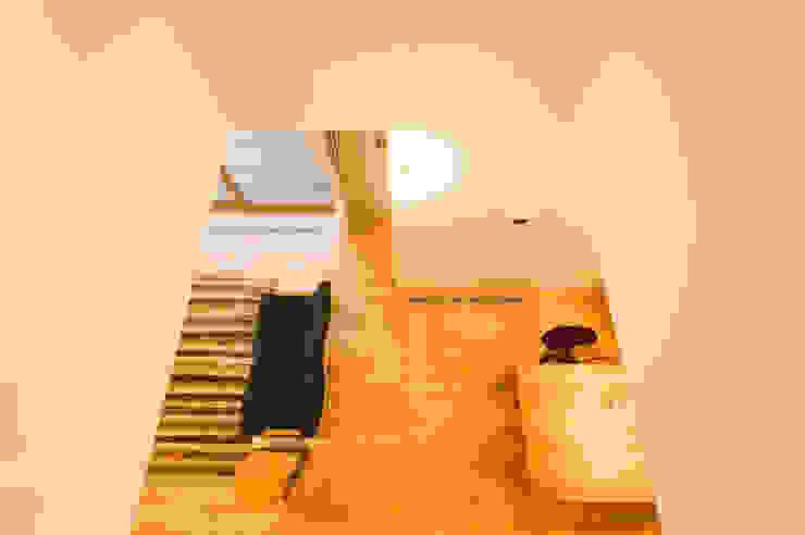 Ruang Keluarga Modern Oleh 株式会社山口工務店 Modern Kayu Wood effect