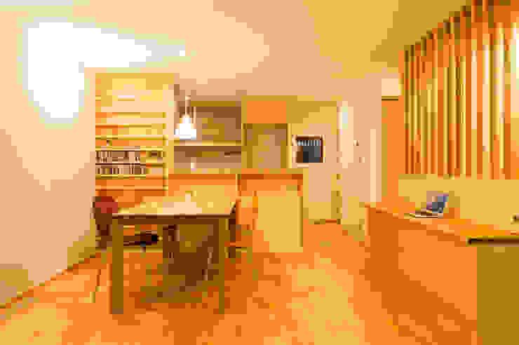 Ruang Makan Modern Oleh 株式会社山口工務店 Modern Kayu Wood effect