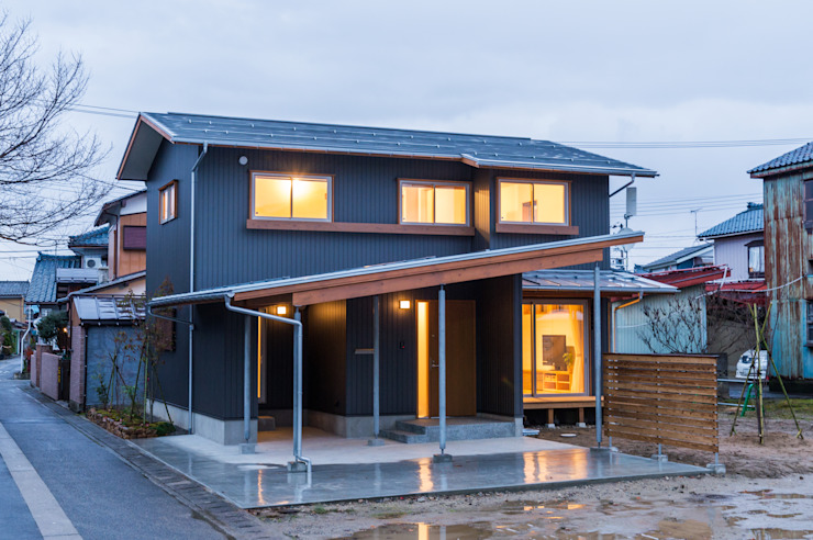 Rumah Modern Oleh 株式会社山口工務店 Modern Aluminium/Seng