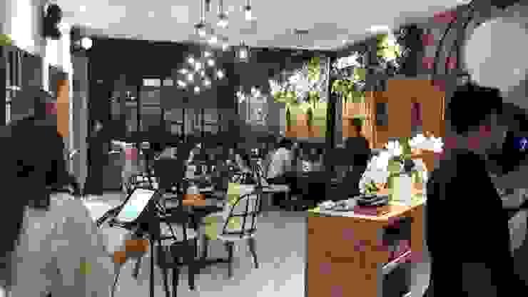 Dine in area Gastronomi Gaya Industrial Oleh Kottagaris interior design consultant Industrial