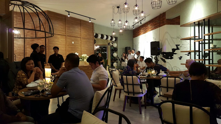Dine area Gastronomi Gaya Industrial Oleh Kottagaris interior design consultant Industrial