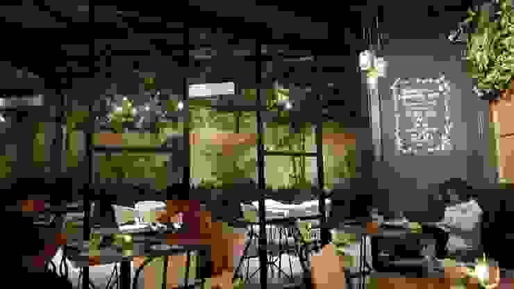 Back on the dine in area Gastronomi Gaya Industrial Oleh Kottagaris interior design consultant Industrial