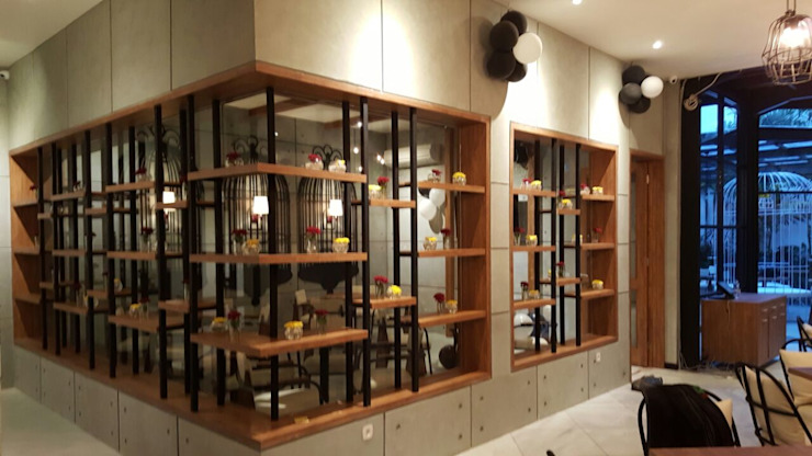 Outside of Vip room Gastronomi Gaya Industrial Oleh Kottagaris interior design consultant Industrial