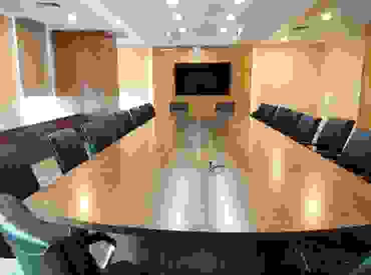 Meeting Room Ruang Studi/Kantor Modern Oleh ADEA Studio Modern