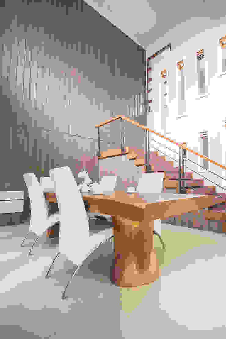 BN Elok I House Ruang Makan Modern Oleh INK DESIGN STUDIO Modern Kayu Lapis